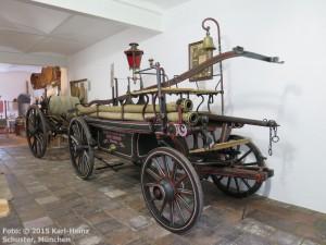 06.08.01 Arget,Heimatmuseum, Feuerwehr-Spritze (b)